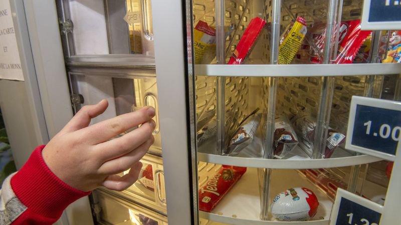 Les sodas et sucreries bientôt interdits dans les écoles valaisannes mais pas les distributeurs