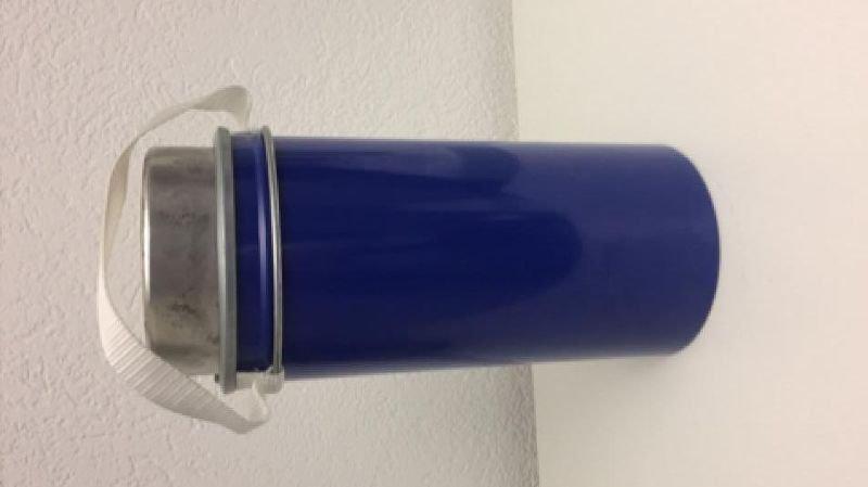Sécurisé, mesurant 15 centimètres de diamètre sur 30 centimètres de haut et pesant 15 kg, le cylindre disparu contient une substance solide destinée à des examens radiologiques.