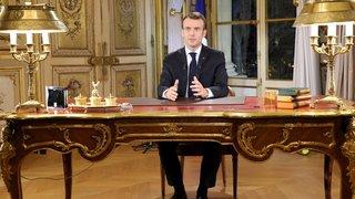 """France: Macron annonce une hausse du salaire minimum pour calmer les """"gilets jaunes"""""""