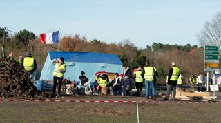 France: un gilet jaune mortellement percuté par un camion à Avignon