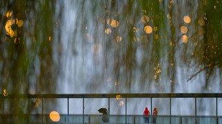 Météo: rafales de vent, pluies abondantes et risques d'avalanches pour le réveillon de Noël