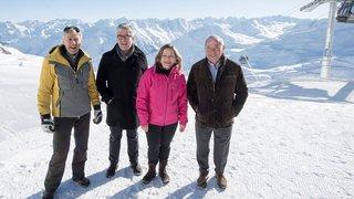 Deux cantons, un domaine skiable