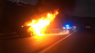 Saint-Maurice: il voit sa voiture partir en fumée