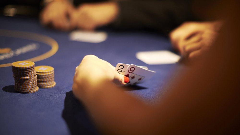 Aujourd'hui, les amateurs valaisans de poker ne peuvent que prendre part à de petits tournois, avec leur famille, leurs amis ou leurs collègues.