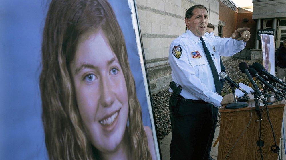 Etats-Unis: une adolescente retrouvée 3 mois après le meurtre de ses parents
