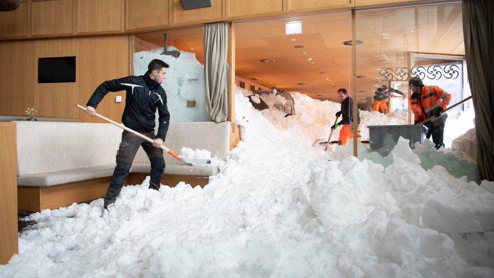 Les travaux de déblaiement de l'hôtel Säntis demandent du temps...