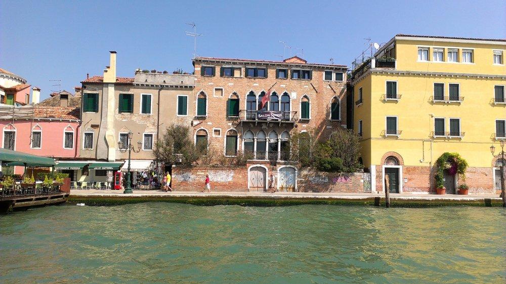 Le Palazzo Trevisan héberge le Salon suisse durant la Biennale d'art de Venise, événement phare de l'art contemporain.