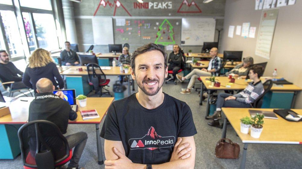Jérôme Vasamillet, responsable du programme InnoPeaks, encadre onze start-up venant des quatre coins du monde. L'incubateur fait partie de la nouvelle stratégie innovation du Groupe Mutuel.