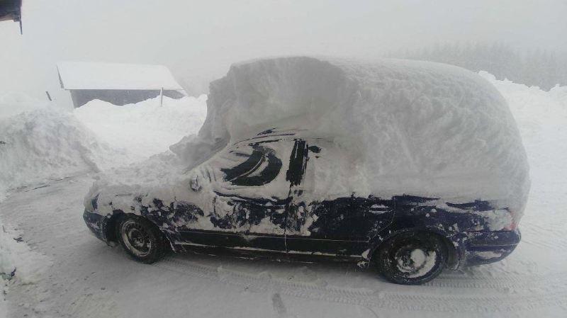 Météo: les Alpes orientales croulent sous la neige, la Suisse romande guette les flocons