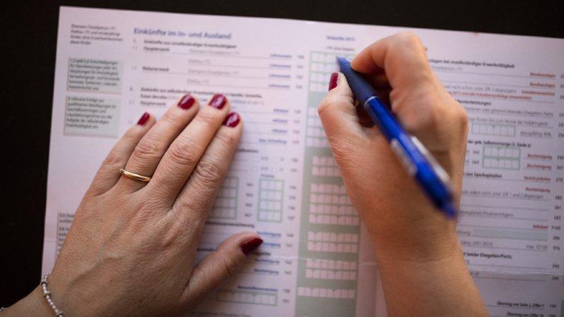 La majorité de la commission estime que les primes d'assurance-maladie sont des prélèvements obligatoires et qu'elles font partie des frais inévitables pour maintenir le niveau de vie. (illustration)