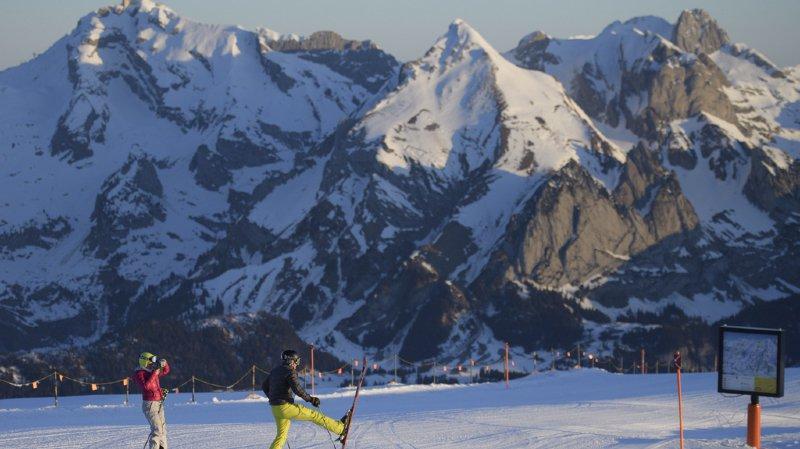 Suisse: une snowboardeuse a perdu la vie après avoir fait une chute de 20 mètres en Autriche