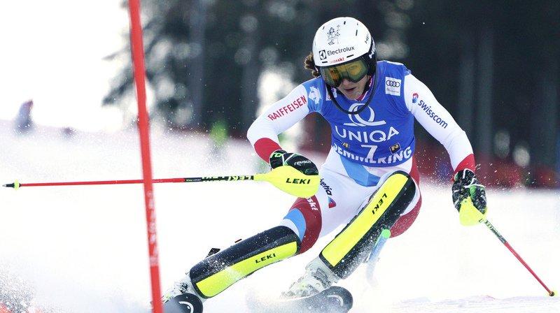 Wendy Holdener, qui est en quête d'un premier podium en slalom cette saison, est à 0''43 de la troisième du classement provisoire Frida Hansdotter.