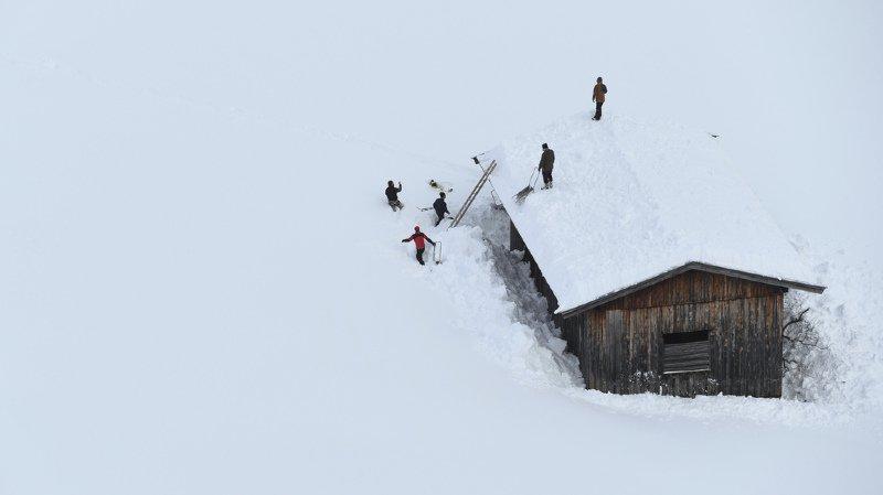 Autriche: des mètres de neige paralysent le pays, 66 élèves évacués en hélicoptère