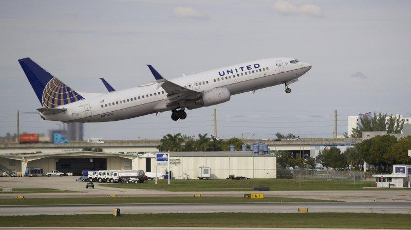 Des passagers coincés dans un avion pendant 16 heures | Actualités — Labrador