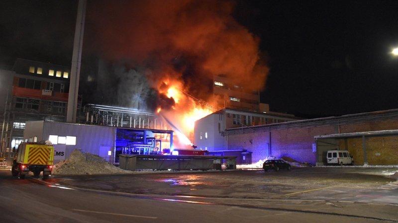 Grisons: un bâtiment d'Ems-Chemie, la société de la famille Blocher, endommagé par le feu