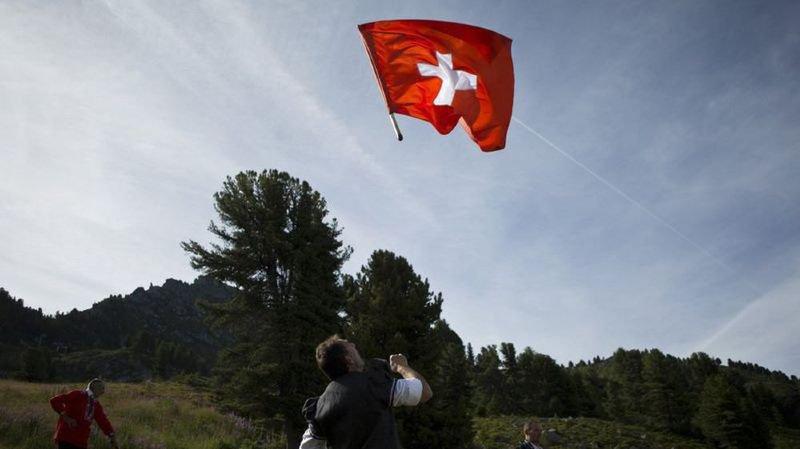 Des micro-robots intelligents, une alliance anti-frontaliers ou une course de baignoires… l'actu suisse vue du reste du monde