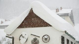 Météo: fortes chutes de neige et vents tempétueux attendus jusqu'à mardi