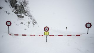Avalanches: les fortes chutes de neige paralysent les Alpes du Valais aux Grisons