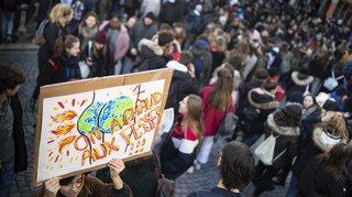 Des milliers de jeunes manifestent dans plusieurs villes en Suisse en faveur du climat