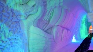 Trois bonnes raisons de pénétrer dans la grotte de glace de Thyon