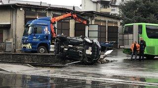 Monthey: une voiture renversée par un train
