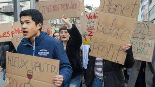 Valais: 300 étudiants dans les rues de Sion pour le climat
