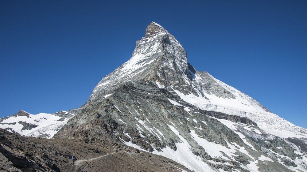 Le Cervin souffre des grandes chaleurs. Ce jeudi, la température au sommet (4478 mètres) a grimpé au-dessus du zéro degré.