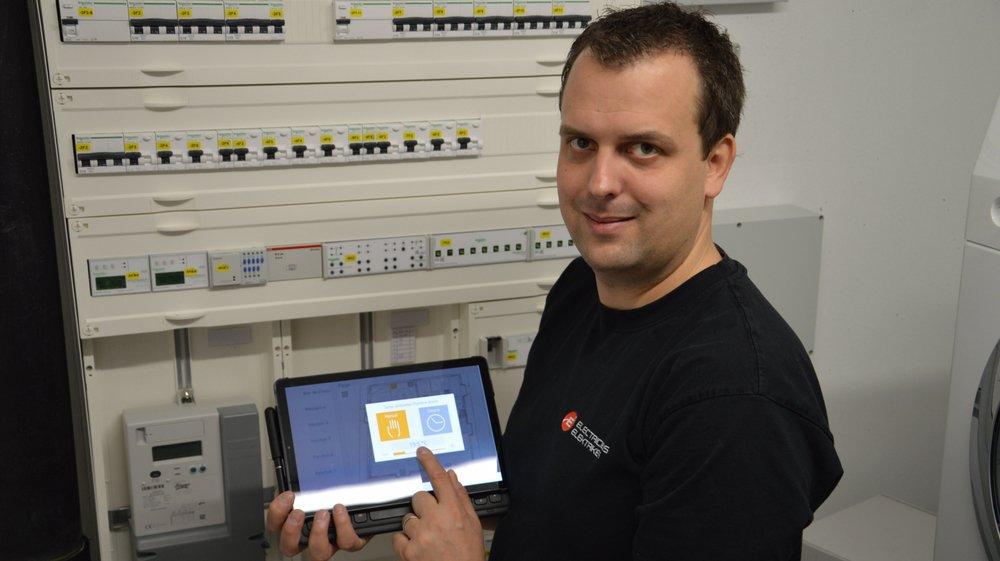Président de l'Association valaisanne des installateurs électriciens, Thierry Salamin installe des systèmes permettant de commander un chauffage à distance depuis une dizaine d'années. Pour lui, ces technologies sont encore trop méconnues.