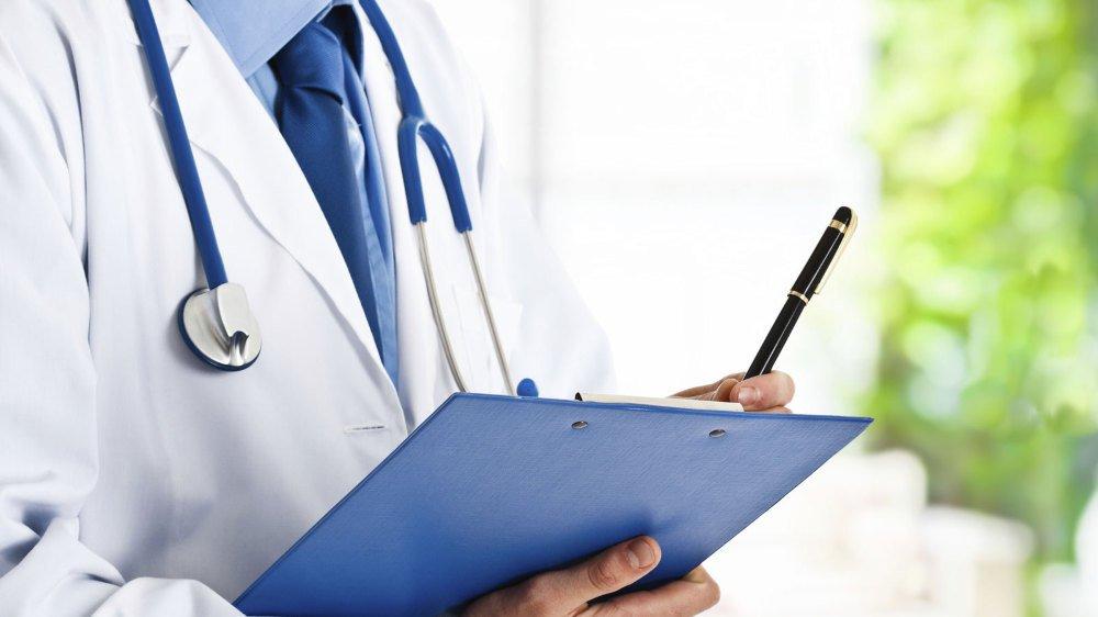 Philippe Nantermod estime qu'obliger les médecins à établir des devis va avoir un impact positif sur la maîtrise des coûts de la santé.
