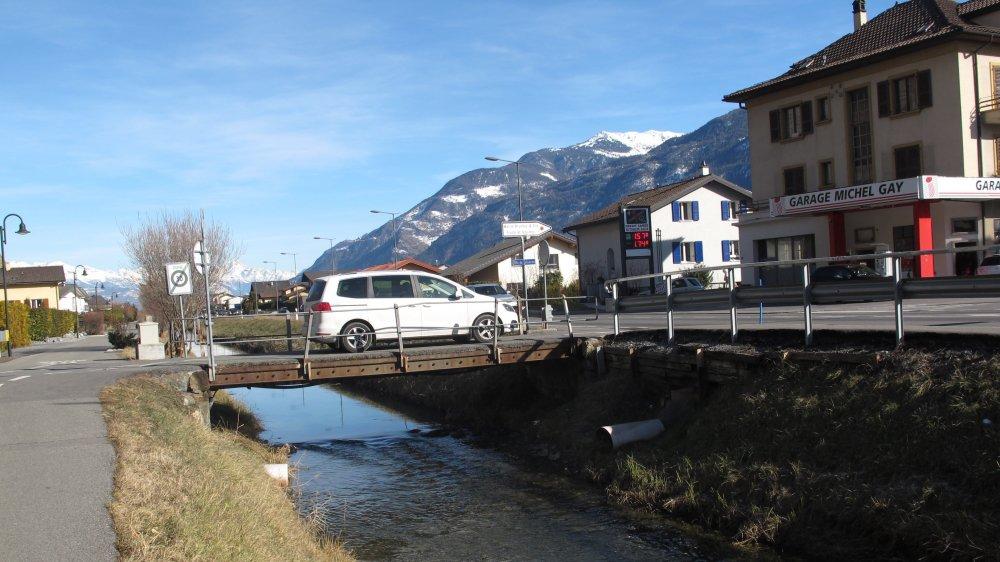 La démolition et reconstruction du Pont Gay sur le canal de Fully, à la hauteur de la rue de la Solverse, figure au budget 2019 de la commune de Fully.