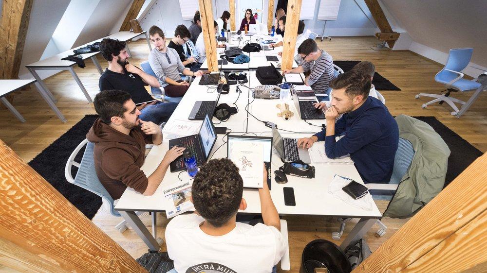 La Team Academy prône un modèle pédagogique basé sur l'apprentissage par l'action et en équipe.