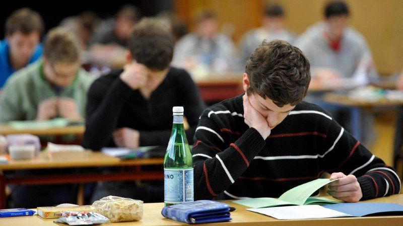 Tessin: des étudiants déboursent 3000 euros pour acheter leur diplôme de maturité en Italie