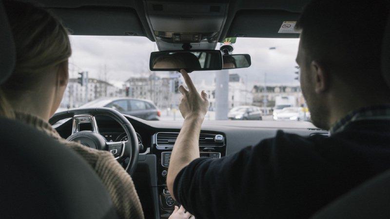 Mobilité: dès le 1er février, on pourra conduire une voiture manuelle avec un permis automatique