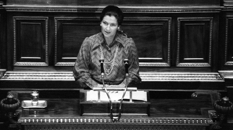 L'ancienne ministre, décédée le 30 juin 2017 à Paris, est notamment connue pour avoir donné son nom à la loi du 17 janvier 1975 relative à l'IVG, dépénalisant l'avortement.