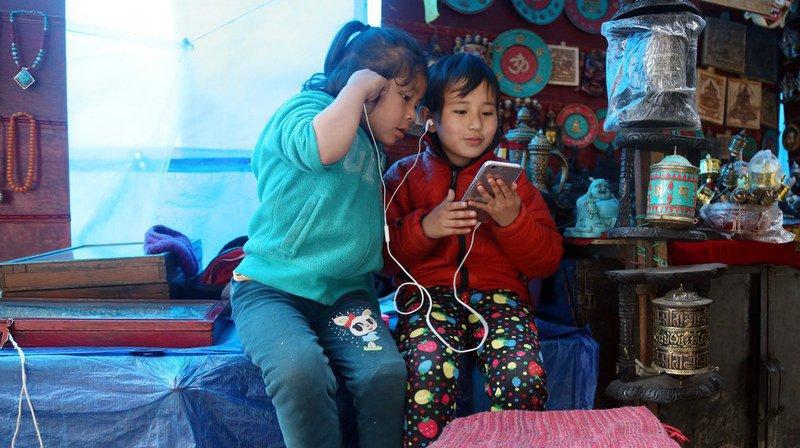 Actuellement, plus de 460 millions de personnes ont déjà été rendues sourdes en raison de leur exposition à des sons trop forts, notamment de la musique, dont 34 millions d'enfants.