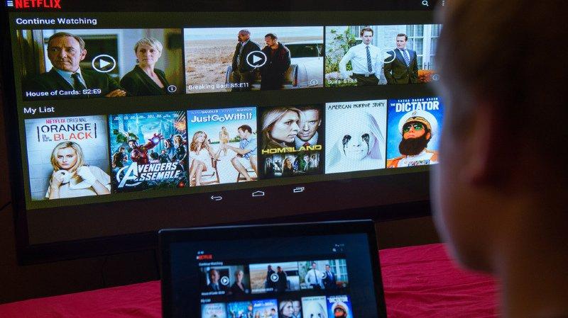 Streaming: la Confédération veut que Netflix investisse dans les films et séries suisses