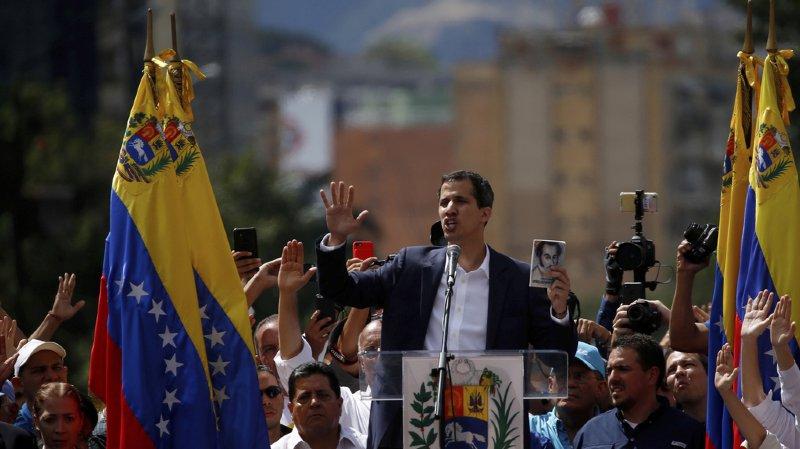Venezuela: Juan Guaidó, président du Parlement, s'autoproclame chef du pays, Trump approuve