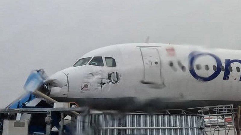 Une tornade sème le chaos à l'aéroport