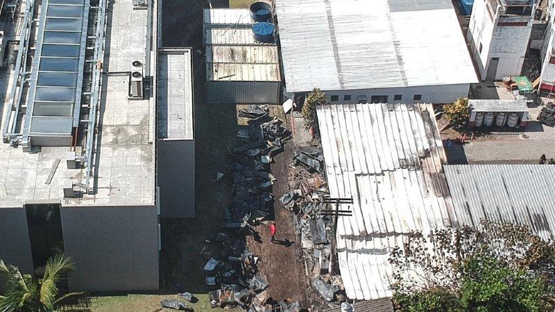 Les installations qui ont pris feu étaient des logements provisoires, en préfabriqué, attribués aux joueurs des équipes de jeunes.