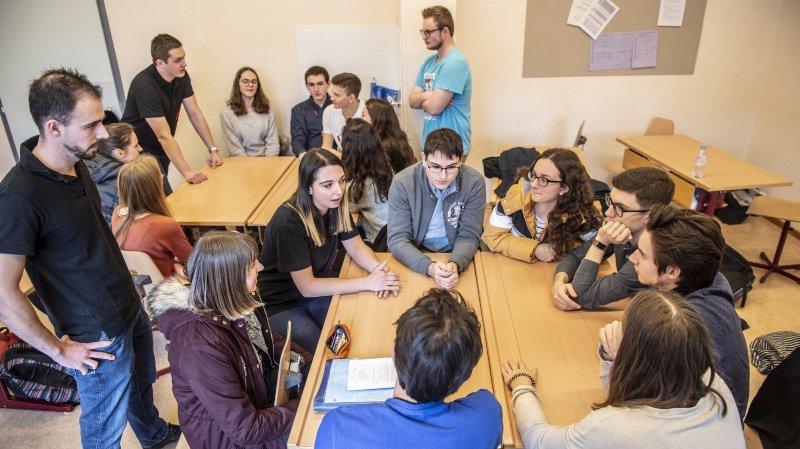 Saint-Maurice: les jeunesses de partis politiques s'invitent au collège