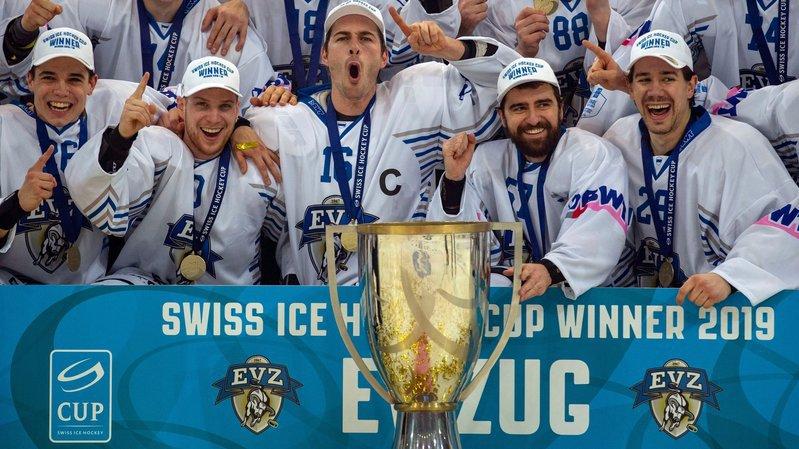 Yannick-Lennart Albrecht et Zoug laissent éclater leur joie après leur succès en Coupe de Suisse.