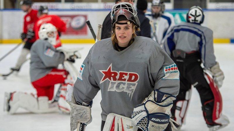Hockey: la gardienne Jade Dübi alterne entre les études, les entraînements avec les garçons et son équipe à Lugano