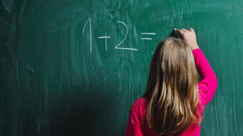 Les écoliers du degré primaire et secondaire n'auront pas à porter l'uniforme scolaire.