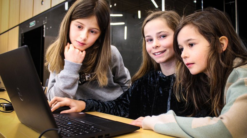 Résoudre un problème de maths tout en apprenant l'égalité: les recettes de l'école valaisanne