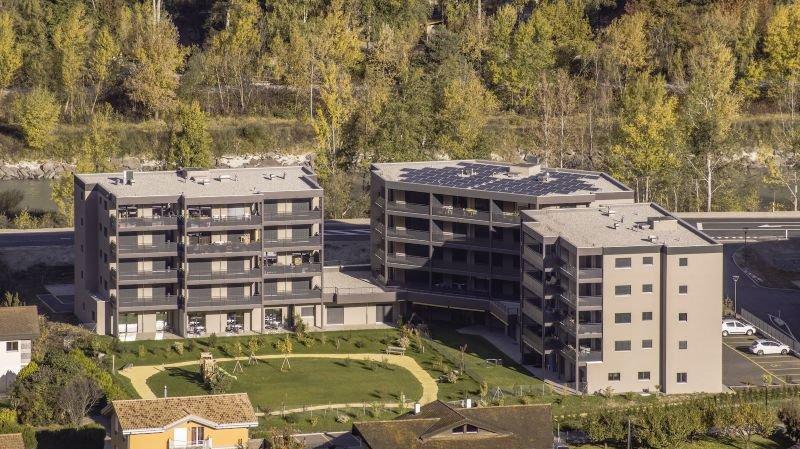 Le produit Community s'adresse aux propriétaires d'installations photovoltaïques qui désirent partager leur énergie entre copropriétaires au sein d'un même immeuble ou entre voisins au sein d'un même quartier.