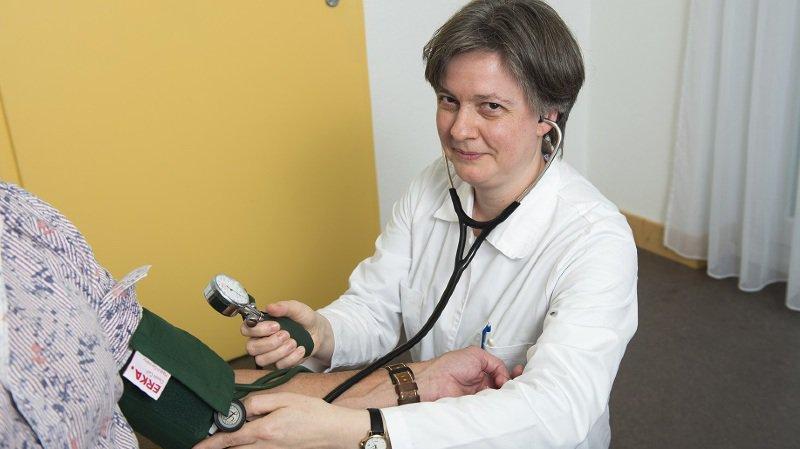 La Société médicale du Valais de la présidente Monique Lehky Hagen a aussi décidé de saisir le Tribunal administratif fédéral sur le dossier gelé du point TARMED.