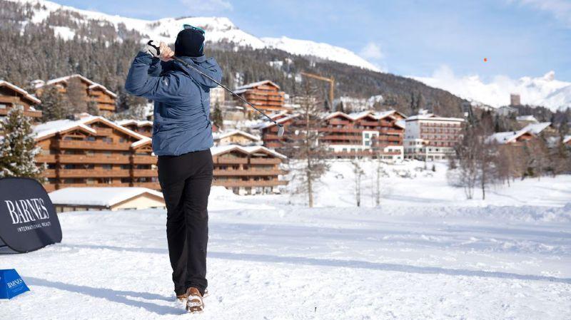 A Crans-Montana, on a pratiqué du golf sur la neige durant tout le week-end