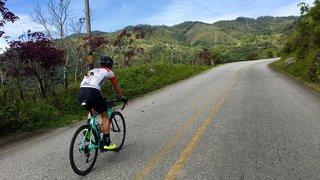 Le cycliste Simon Pellaud nous fait partager son quotidien sportif et privé en Colombie