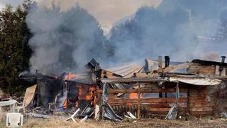 Conthey: cabanon ravagé par les flammes
