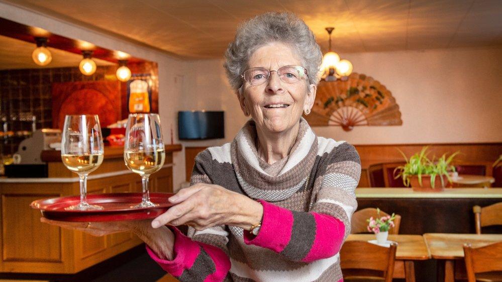 Monique Chambovey dans son antre, assure seule le service pour les clients du Splendid.